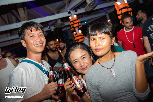 Loi Lay Floating Bar 15 December 2019