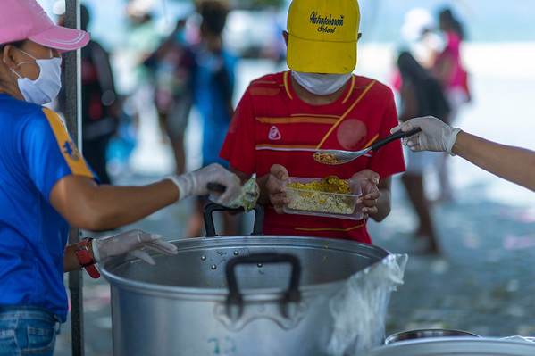 Free Food distribution by Run Phangan in Thong Sala - April 22